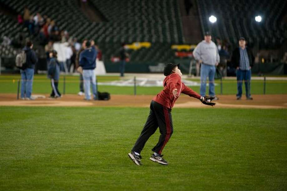A boy runs to catch a pop fly. Photo: Elliot Suhr, Seattlepi.com