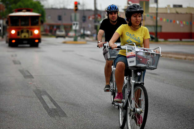 Claudia Zarazua and Ruben Mancha ride B-cycles from the San Antonio B-cycle HUB to the B-cycle station at La Villita in San Antonio on Saturday. Photo: LISA KRANTZ/lkrantz@express-news.net / SAN ANTONIO EXPRESS-NEWS