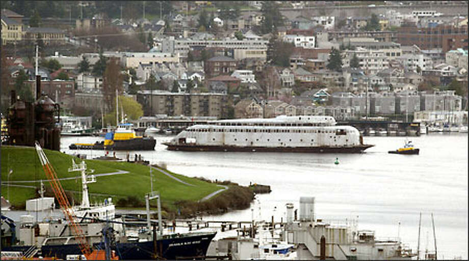 A tug pulls the vintage ferry Kalakala away from its moorage at Gas Works Park on Lake Union. Photo: Scott Eklund, Seattle Post-Intelligencer