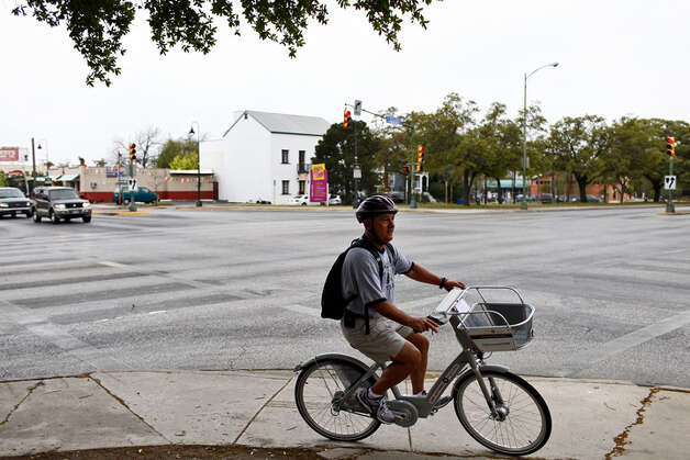 Ron Waldbillig rides a B-cycle from the San Antonio B-cycle HUB to a B-cycle station in downtown San Antonio on Saturday. Photo: LISA KRANTZ/lkrantz@express-news.net