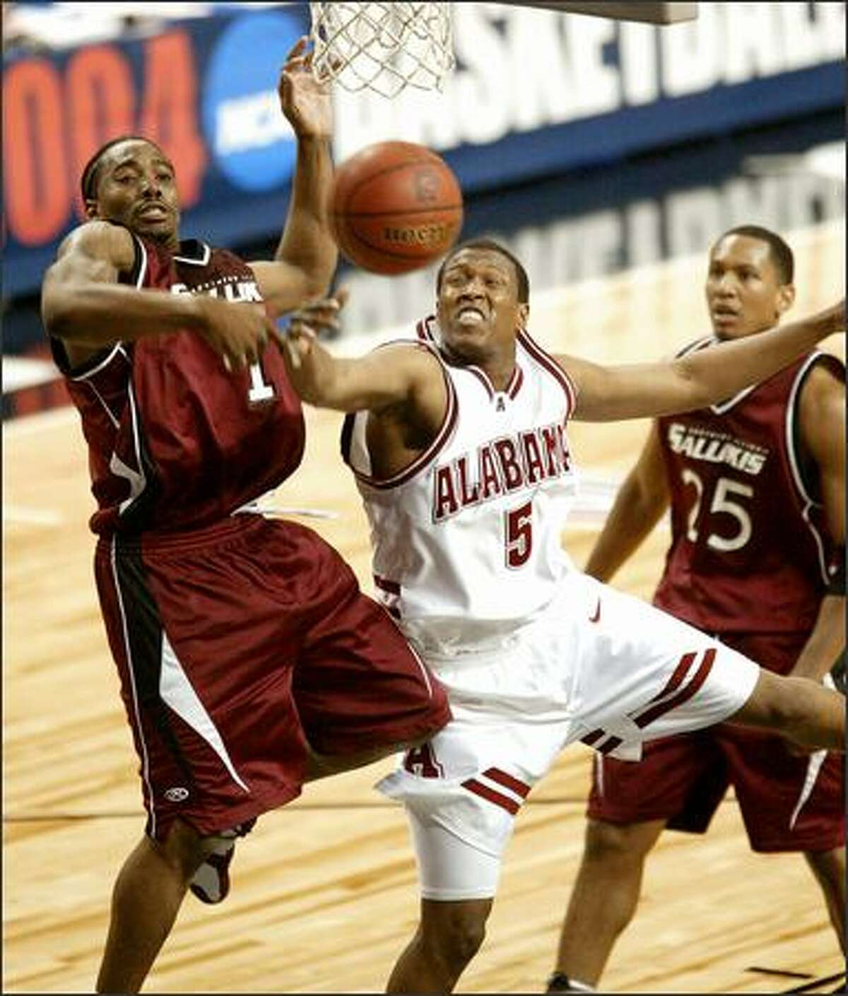 Alabama's Earnest Shelton and Southern Illinois' Darren Brooks fight for a loose ball during the Crimson Tide's 65-64 win in the first round of the NCAA Tournament.