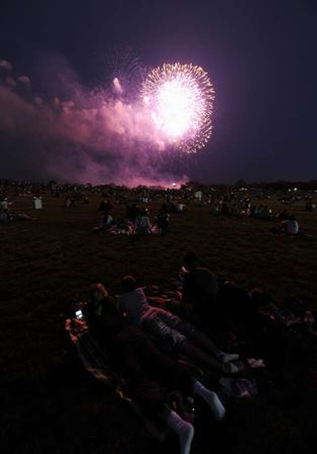 People watch fireworks at the National Mall. Photo: Getty Images