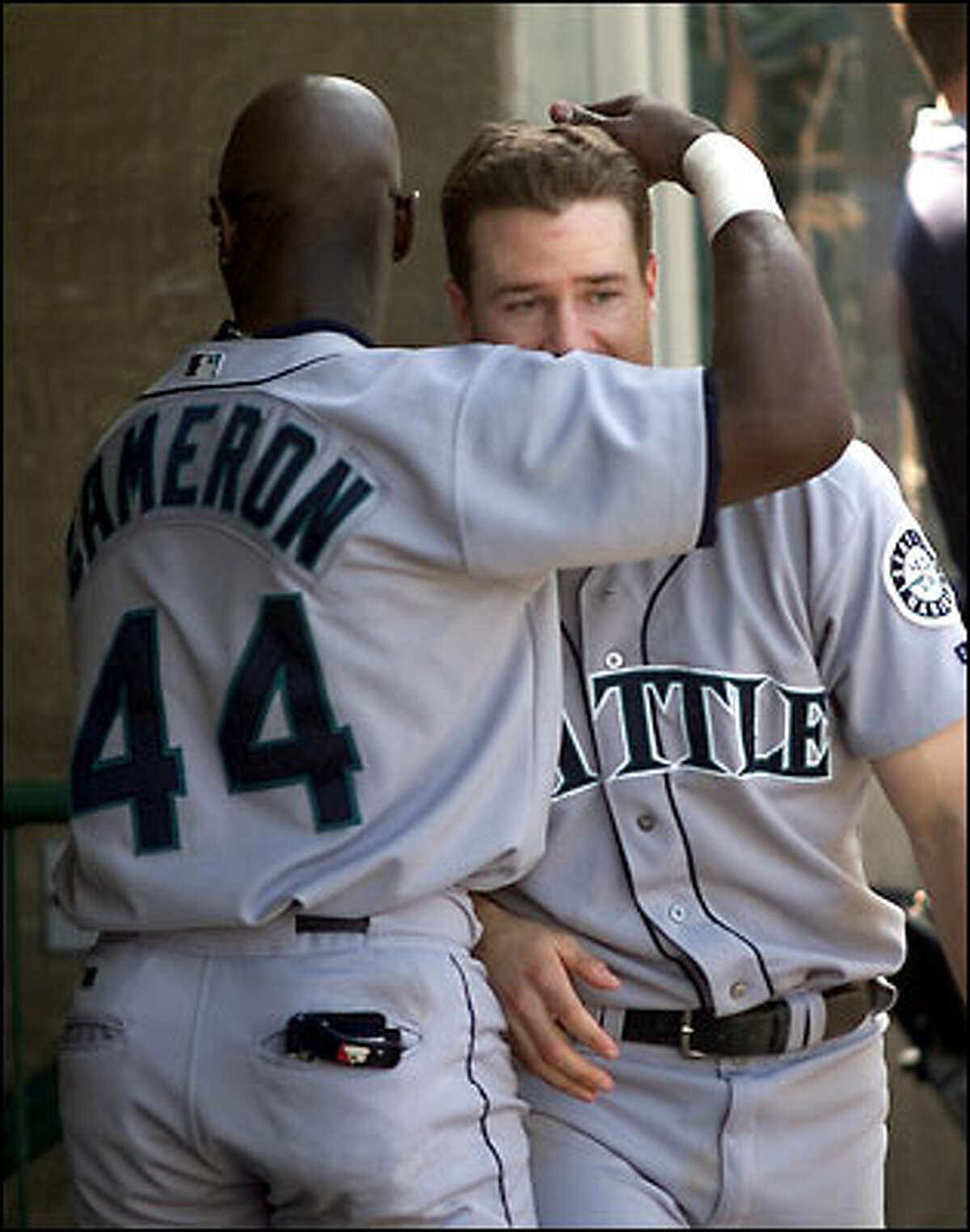 David Bell's go-ahead homer in the 7th is worth an embrace from teammate Mike Cameron.