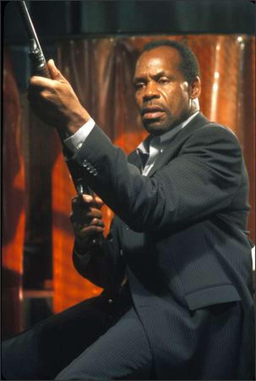 Police detective Tapp (Danny Glover) hunts the serial killer dubbed