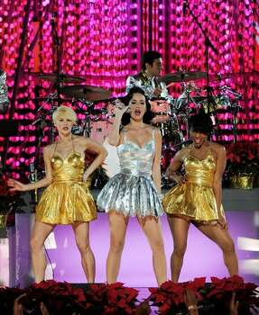 Singer Katy Perry (C) performs onstage. Photo: Getty Images