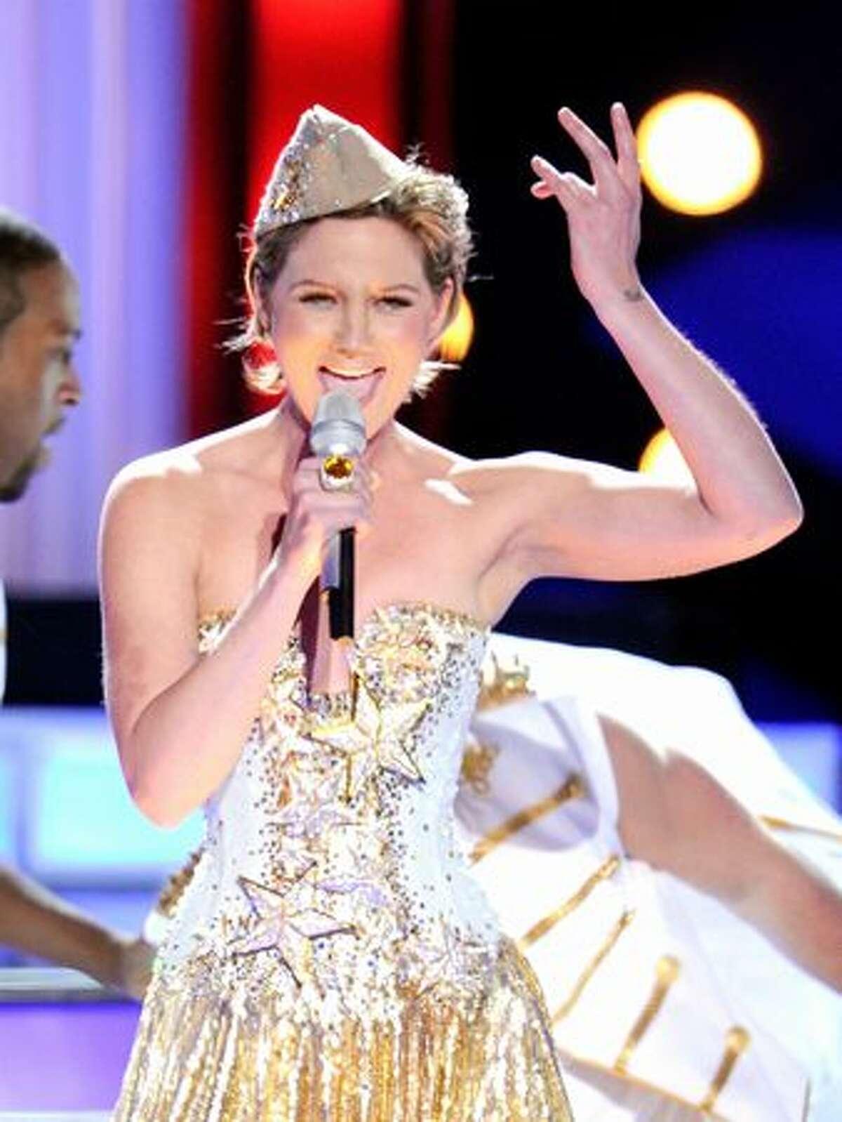 Singer Jennifer Nettles performs onstage.