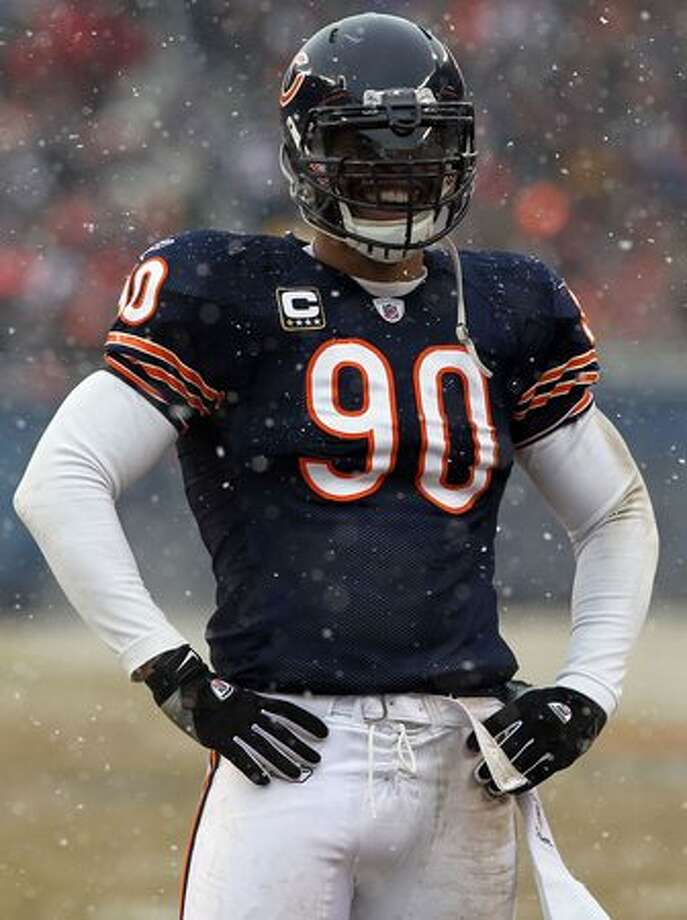 CHICAGO, IL - JANUARY 16: Julius Peppers #90 of the Chicago Bears smiles in the first half against the Seattle Seahawks in the 2011 NFC divisional playoff game at Soldier Field on January 16, 2011 in Chicago, Illinois. Photo: Getty Images