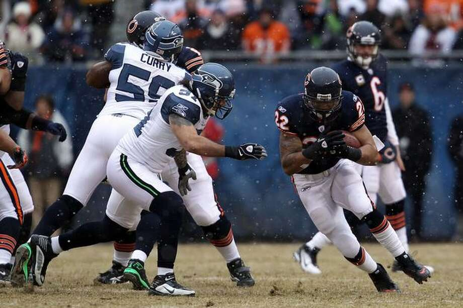 CHICAGO, IL - JANUARY 16: Running back Matt Forte #22 of the Chicago Bears runs the ball in the first quarter alongside Lofa Tatupu #51 of the Seattle Seahawks in the 2011 NFC divisional playoff game at Soldier Field on January 16, 2011 in Chicago, Illinois. Photo: Getty Images