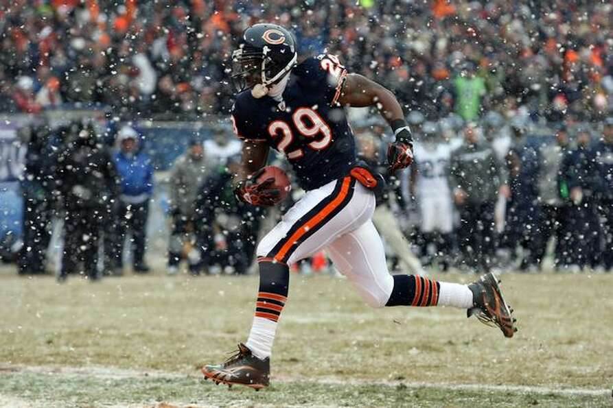 CHICAGO, IL - JANUARY 16: Running back Chester Taylor #29 of the Chicago Bears crosses the goaline t