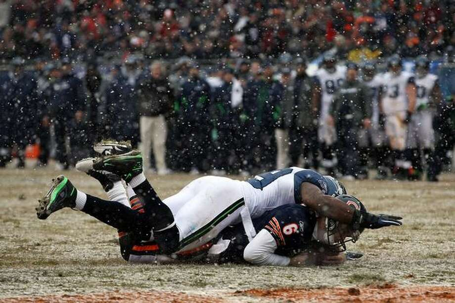 CHICAGO, IL - JANUARY 16: Quarterback Jay Cutler #6 of the Chicago Bears dives into the endzone to score on a six-yard run against Aaron Curry #59 of the Seattle Seahawks in the second quarter of the 2011 NFC divisional playoff game at Soldier Field on January 16, 2011 in Chicago, Illinois. Photo: Getty Images