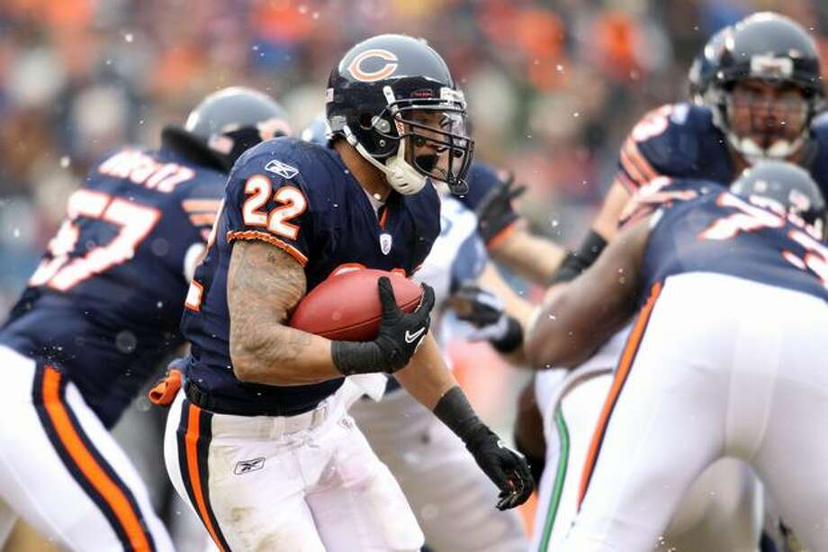CHICAGO, IL - JANUARY 16: Running back Matt Forte #22 of the Chicago Bears runs the ball in the first half against the Seattle Seahawks in the 2011 NFC divisional playoff game at Soldier Field on January 16, 2011 in Chicago, Illinois. Photo: Getty Images