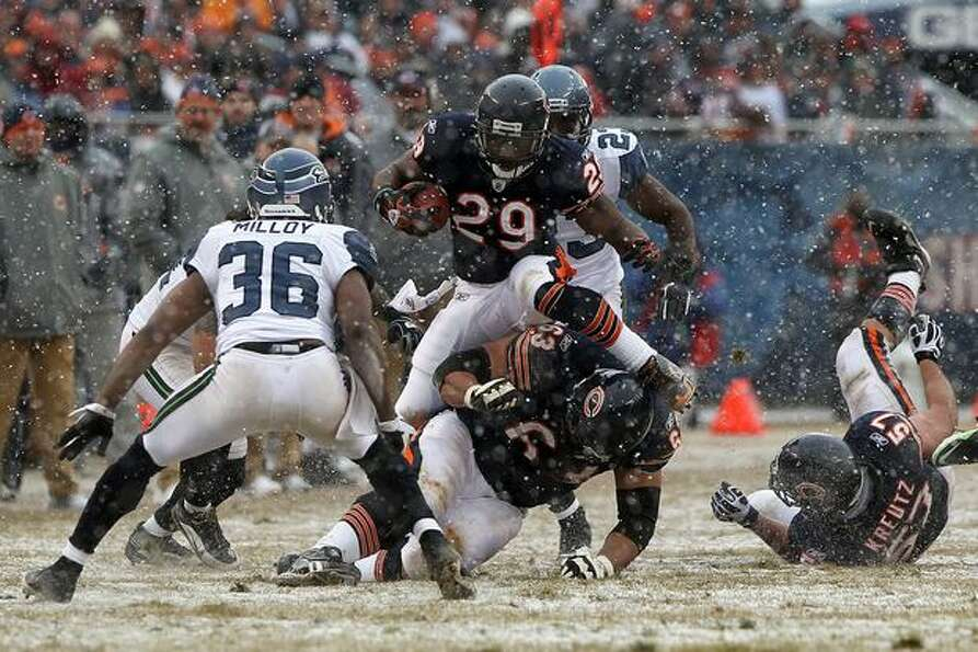 CHICAGO, IL - JANUARY 16: Running back Chester Taylor #29 of the Chicago Bears leaps as he runs the