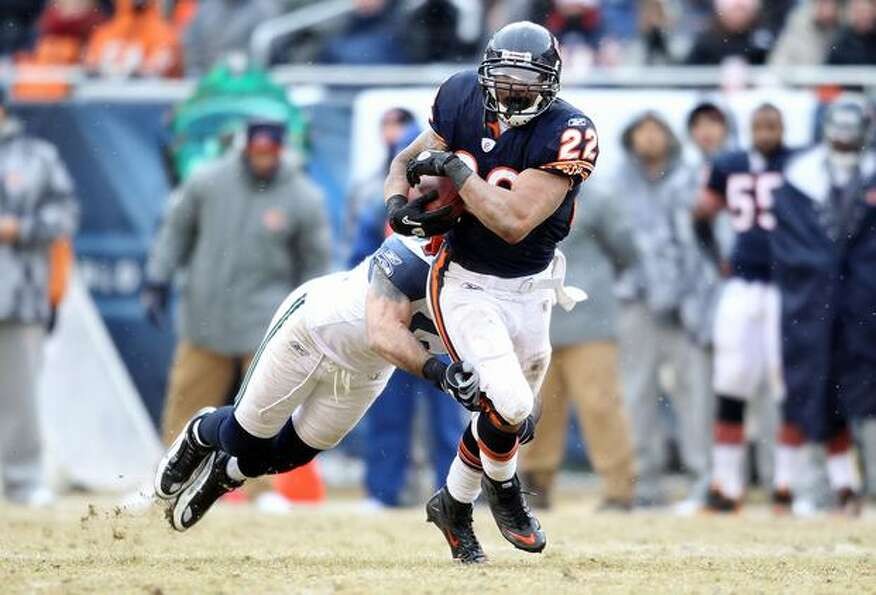 CHICAGO, IL - JANUARY 16: Running back Matt Forte #22 of the Chicago Bears runs the ball as Lofa Tat