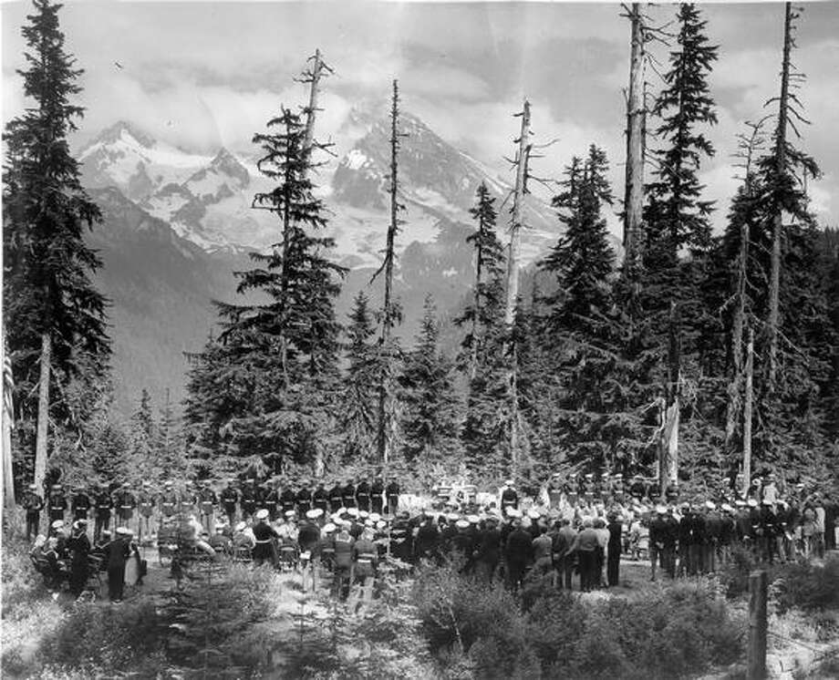 A memorial service for the Marines who died in the plane crash on Mount Rainier in 1946 was held on Aug 24, 1947. Photo: P-I File