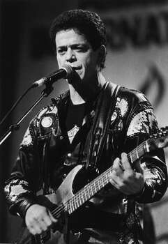 Singer-songwriter Lou Reed performing, 1987. Photo: Getty Images