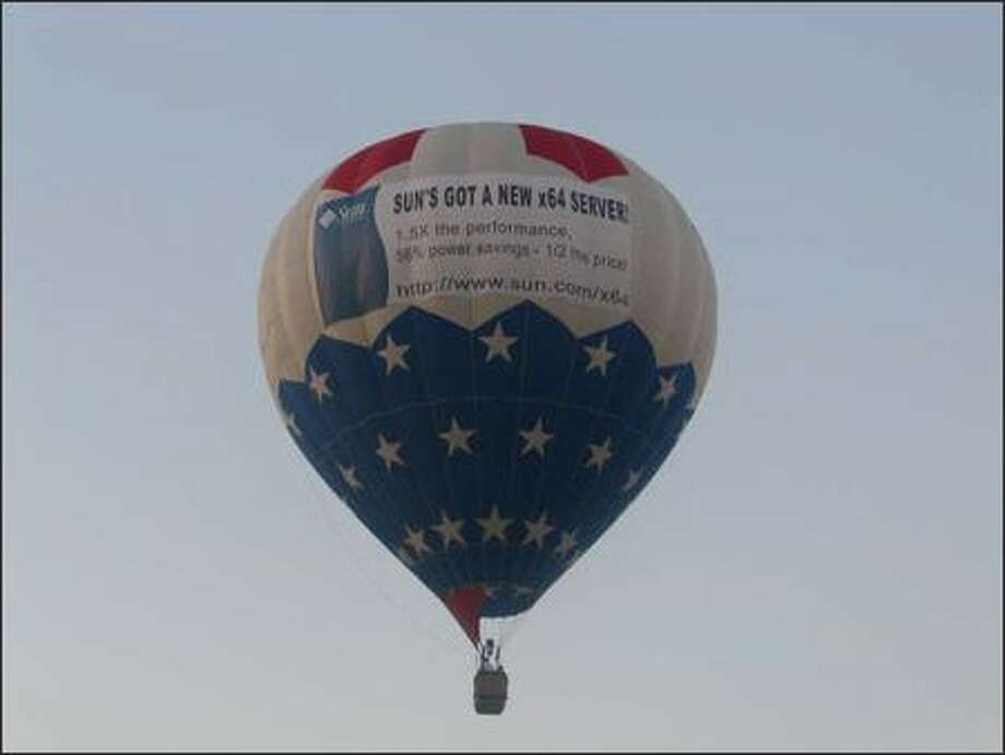 A close-up of Sun Microsystems' promotional balloon over a Hewlett-Packard conference in Orlando, Fla., in October. (Sun photo)