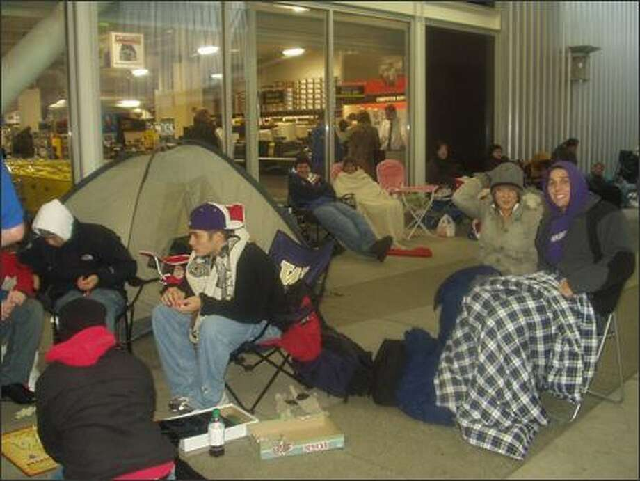 By 6 p.m. there were 61 people in line at Best Buy at Northgate. Tents, games of Risk, blankets, cigarettes, hoodies, vests, portable DVD players, you name it, these Xbox fans were geared up to sit in line. Prepared for everything except, perhaps, for the strong possibility that most of them would go home with nothing to show for their wait except puffy eyes. Photo: Kristen Millares Bolt, Seattle Post-Intelligencer