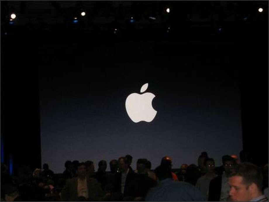 Awaiting Steve Jobs' keynote. Photo: Todd Bishop, Seattle Post-Intelligencer