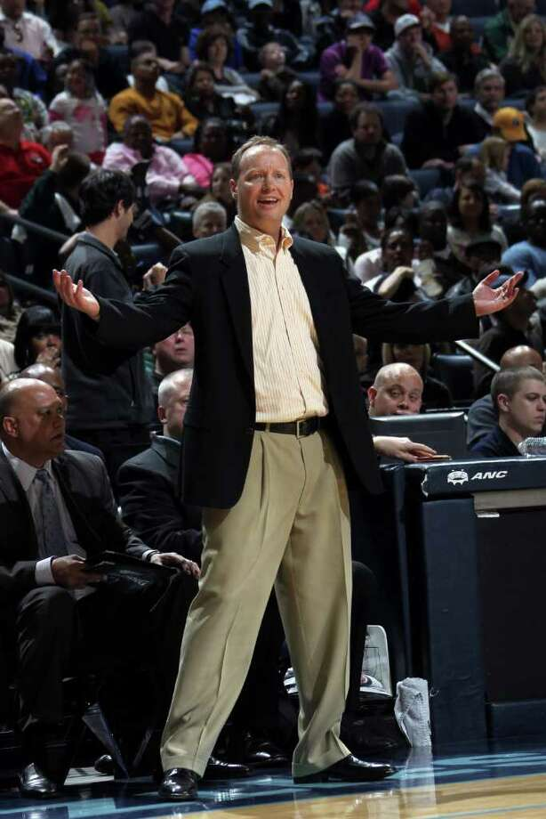 San Antonio Spurs assistant coach Mike Budenholzer coaches for ejected head coach Gregg Popovich in the second half of an NBA basketball game Sunday, March 27, 2011, in Memphis, Tenn.  The Grizzlies defeated the Spurs 111-104. Photo: AP