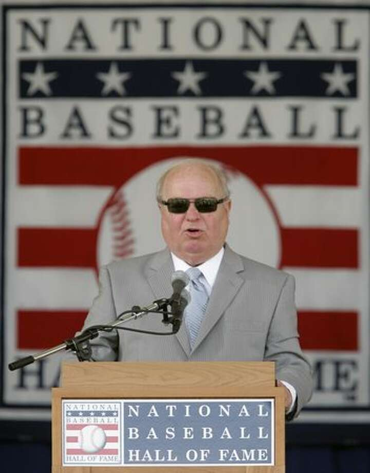 Dave Niehaus delivers his induction speech at the Baseball Hall of Fame in Cooperstown, N.Y., Sunday, July 27, 2008. Niehaus, the voice of the Seattle Mariners, is the recipient of the Ford C. Frick Award for broadcasting. (AP Photo/Mike Groll)