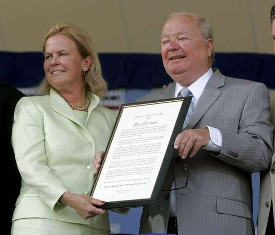 Dave Niehaus, right, holds the Ford C. Frick Award for baseball broadcasting, along with Jane Forbes Clark, chairman of the Baseball Hall of Fame, during an induction ceremony in Cooperstown, N.Y., Sunday, July 27, 2008. Niehaus is the voice of the Seattle Mariners. (AP Photo/Mike Groll)