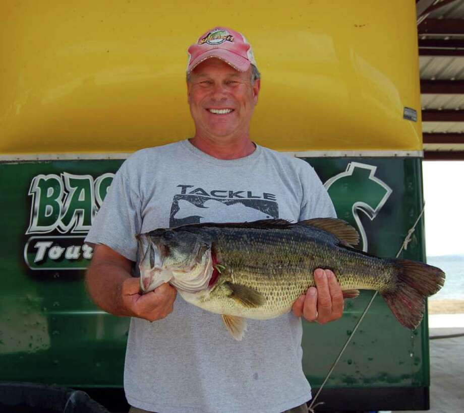 Ronnie Bland caught the biggest bass of the day weighing 8.80 lbs fishing with partner Johnny Franks for a $1,000 payday Photo by Lakecaster Managing Editor Patty Lenderman