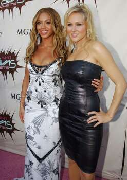 LAS VEGAS - MAY 22: Singers Beyonce and Jewel attends the VH1 Divas Duets, a concert to benefit the VH1 Save the Music Foundation held at the MGM Grand Garden Arena on May 22nd, 2003 in Las Vegas, Nevada. Photo: Frank Micelotta, Getty Images / 2003 Getty Images