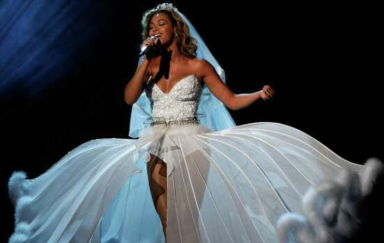 LOS ANGELES, CA - JUNE 28:  Singer Beyonce performs onstage during the 2009 BET Awards held at the Shrine Auditorium on June 28, 2009 in Los Angeles, California.  (Photo by Kevin Winter/Getty Images) *** Local Caption *** Beyonce Photo: Kevin Winter, Getty Images / 2009 Getty Images