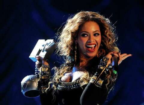 "US singer Beyonce Knowles poses after receiving one of three awards she got during the MTV Europe Music Awards 2009 for the ""Best Group"" at the O2 Arena in Berlin on November 5, 2009. It was the second time that the MTV awards were held in Berlin -- part of efforts by the music industry to jump on the back of the Wall anniversary to boost flagging sales. AFP PHOTO DDP / POOL/ RAINER JENSEN  GERMANY OUT Photo: RAINER JENSEN, AFP/Getty Images / 2009 AFP"