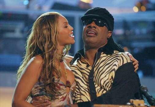 LAS VEGAS - MAY 22: Singers Beyonce (L) and Stevie Wonder perform at the VH1 Divas Duets, a concert to benefit the VH1 Save the Music Foundation held at the MGM Grand Garden Arena on May 22nd, 2003 in Las Vegas, Nevada. Photo: Frank Micelotta, Getty Images / 2003 Getty Images