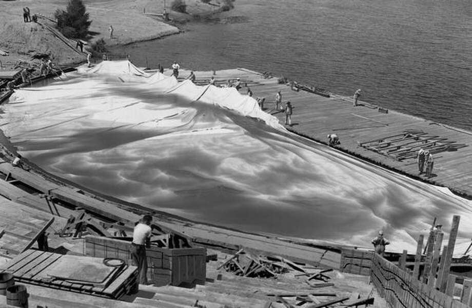 A sand-covered canvas was lowered to form the pool floor of the aquatheater, July 1950. Photo: P-I File