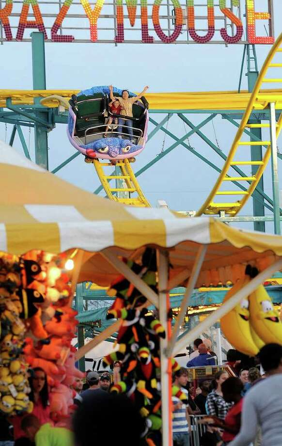Fair goers take a dip on the Crazy Mouse at the South Texas State Fair on Monday. Guiseppe Barranco/The Enterprise Photo: Guiseppe Barranco / Beaumont