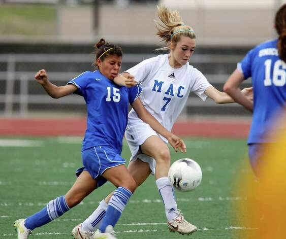 MacArthur's Brianna Livecchi (07) gets control of the ball against New Braunfels' Whitney Cortez (15) in girls soccer at Comalander Stadium on Tuesday, March 29, 2011. Photo: Kin Man Hui/kmhui@express-news.net / San Antonio Express-News NFS
