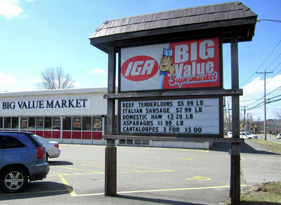SPECTRUM/The Brenner family, owners of the Northville Store along Route 202 in New Milford, have purchased the IGA Big Value Supermarket up the road in Bantam. March 2011 Photo: Norm Cummings / The News-Times