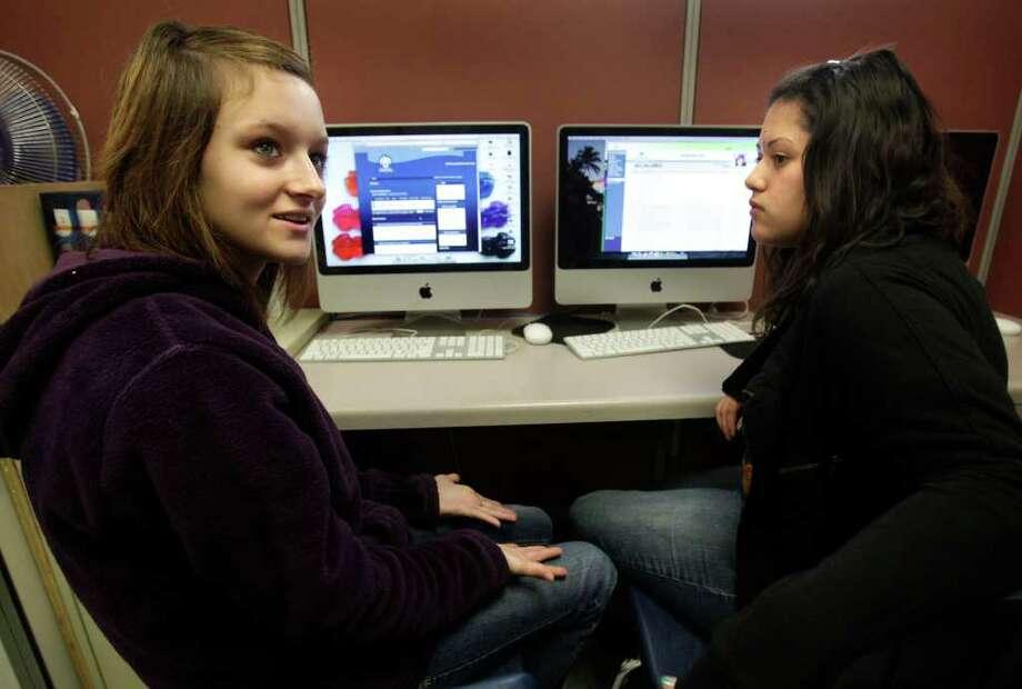 Genamae Swintek (left) and Kassandra Sanchez, students at the Jubilee Academic Center charter school, have taken classes on the Texas Virtual School Network. Photo: BOB OWEN / SAN ANTONIO EXPRESS-NEWS