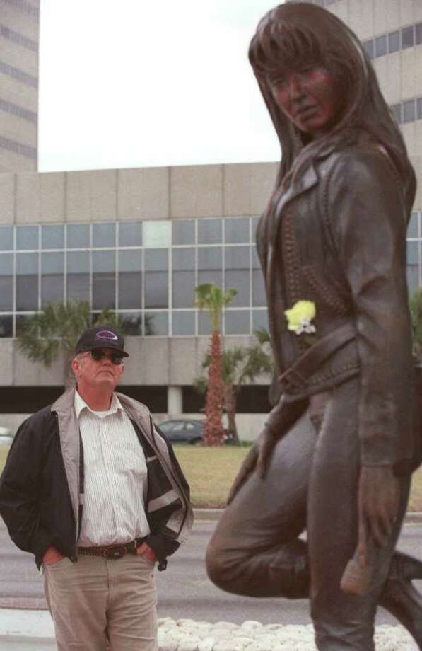 Tuesday, March 30, 1999, Corpus Christi, Texas- Nathan Reynard of Mesa, Ariz., admires the Selena statue at the Selena Memorial on Shoreline Drive in Corpus Christi, Texas, on Tuesday afternoon, March 30, 1999. Reynard says he is a huge fan, owning more than $4,500 in Selena memorabilia, and that he comes to Corpus Christi twice a year to pay his respects to the family. (AP Photo/Corpus Christi Caller-Times, Michelle Christenson) Photo: MICHELLE CHRISTENSON, Associated Press / CORPUS CHRISI CALLER-TIMES
