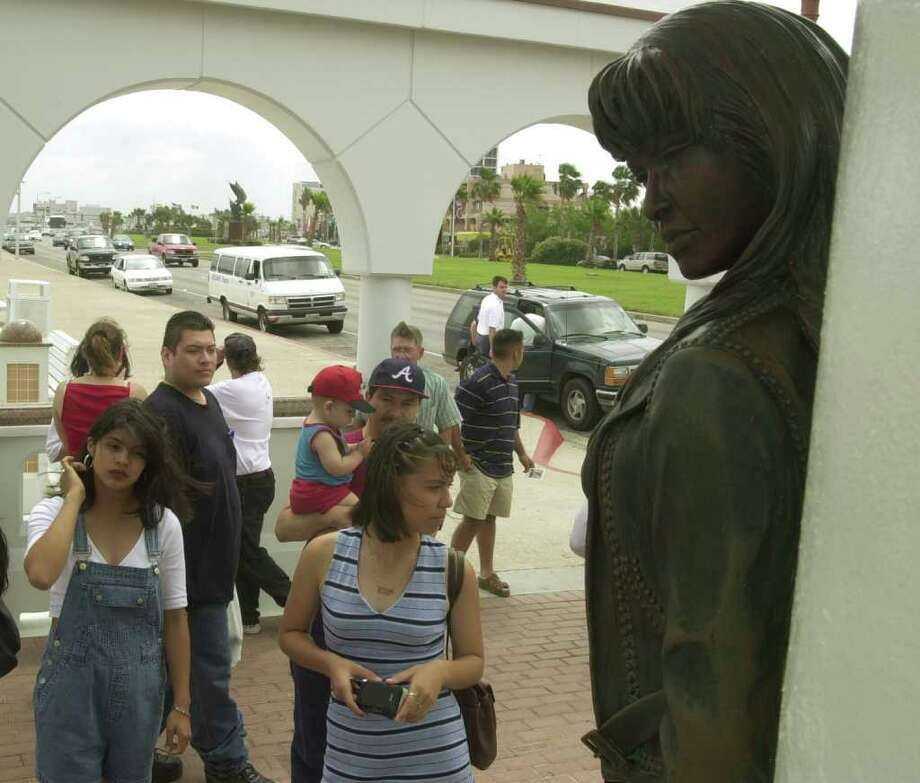 Fans of Tejano singer Selena gather on Friday at a monument to honor her on the fifth anniversary of her death, in Corpus Christi. EXPRESS-NEWS PHOTO BY BILLY CALZADA Photo: BILLY CALZADA, SAN ANTONIO EXPRESS-NEWS / SAN ANTONIO EXPRESS-NEWS