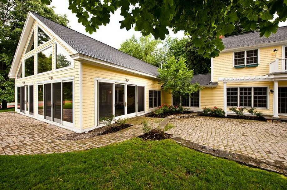 Address: 12 Cherry Tree Road, Loudonville | Discuss this house in Places and Spaces Photo: ()