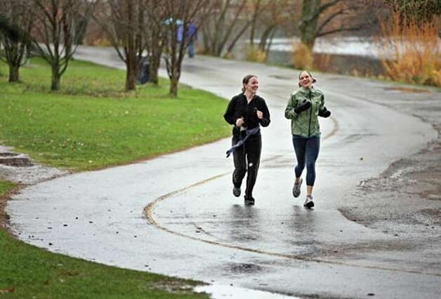 Annelise Pedersen and Jenny Hurst jog along Green Lake in Seattle. (Dan Delong / Seattle P-I file photo)
