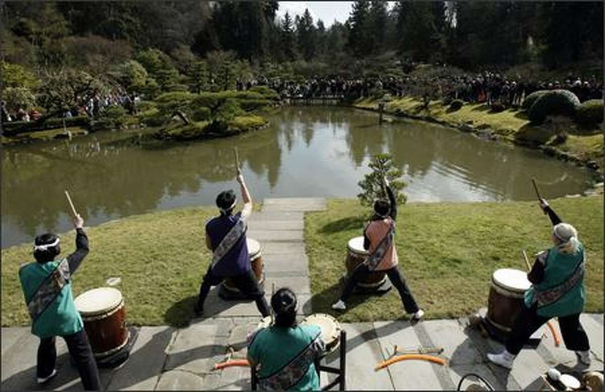 A crowd gathers to watch the performance of the Seattle Kokon Taiko drum group during the official opening ceremony for the Seattle Japanese Garden at the Arboretum in Seattle. (Andy Rogers / Seattle P-I)