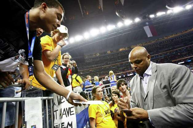 Charles Barkley signs autographs before the start of the Kentucky vs. Connecticut NCAA National Semifinals basketball game at Reliant Stadium on Saturday, April 2, 2011, in Houston.  ( Michael Paulsen / Houston Chronicle ) Photo: Michael Paulsen, Houston Chronicle For The Connecticut Post / Houston Chronicle for the Connecticut Post