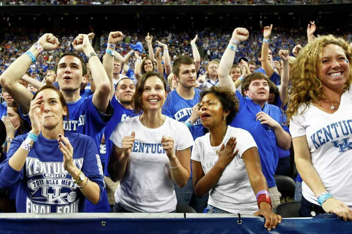 Ashley Judd (center) and Caroline Pool react during the final minutes of Kentucky's loss to Connecticut in the NCAA National Semifinals basketball game at Reliant Stadium on Saturday, April 2, 2011, in Houston. ( Michael Paulsen / Houston Chronicle )