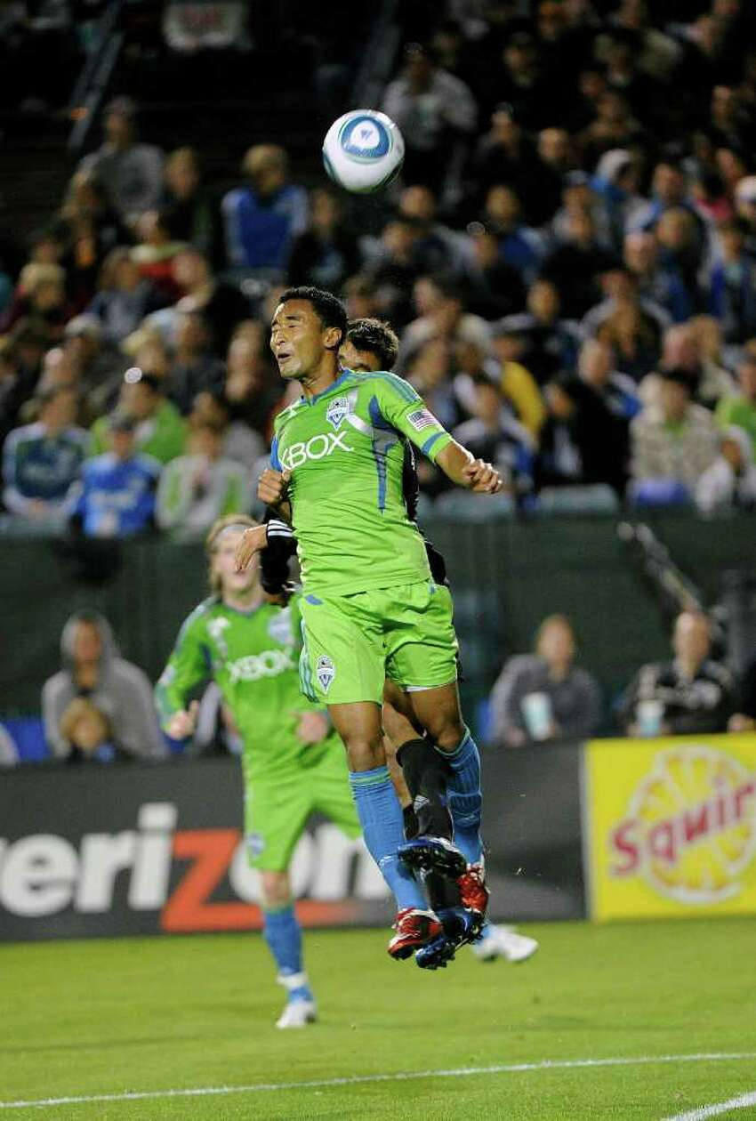 Brad Evans of the Seattle Sounders FC uses a header to knock the ball away from his goal against the San Jose Earthquakes. (Photo by Thearon W. Henderson/Getty Images)