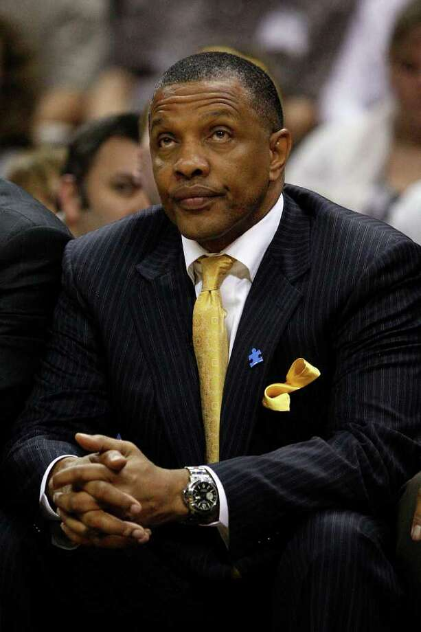 Suns coach Alvin Gentry looks up at the scoreboard late in the game as they go on to lose to the San Antonio Spurs, 114-97, at the AT&T Center, Sunday, April 3, 2011. JERRY LARA/glara@express-news.net / SAN ANTONIO EXPRESS-NEWS (NFS)