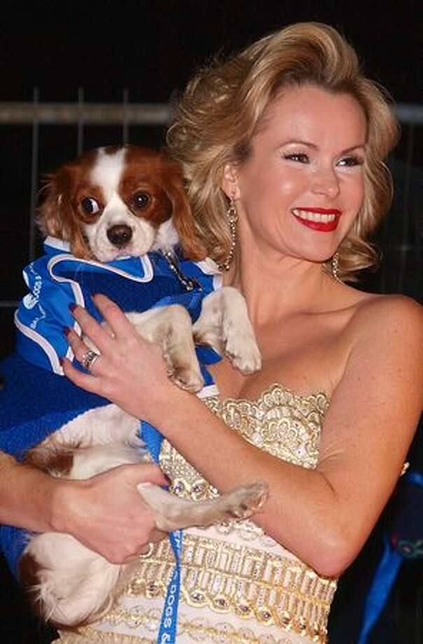 British actress Amanda Holden poses for pictures with 'Nancy,' a long haired Chihuahua, as she arrives for a charity ball to celebrate the 150th anniversary of the Battersea Dogs home, in London, on November 25, 2010. Photo: Getty Images / Getty Images
