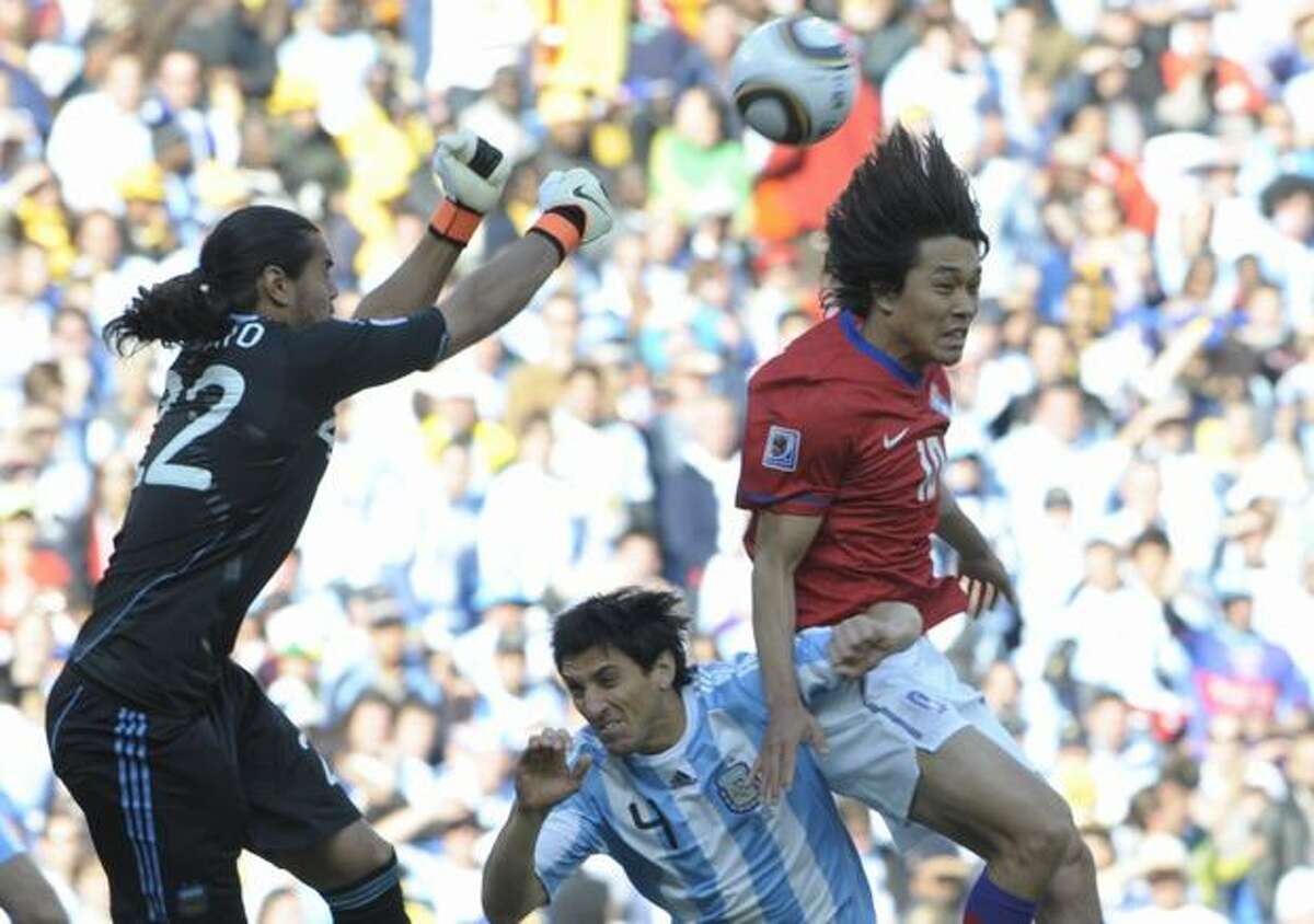 South Korea's striker Park Chu-Young (R) tries for a chance on goal as Argentina's goalkeeper Sergio Romero (R) and Argentina's defender Nicolas Burdisso defend during their Group B first round 2010 World Cup football match on June 17, 2010 at Soccer City stadium in Soweto, suburban Johannesburg.