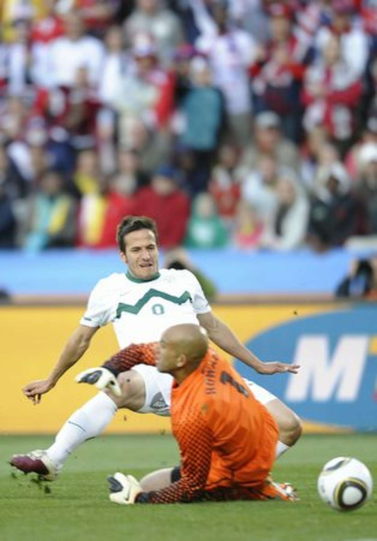 US goalkeeper Tim Howard (R) conceded as goal to Slovenia's striker Zlatan Ljubijankic during their Group C first round 2010 World Cup football match on June 18, 2010 at Ellis Park stadium in Johannesburg.