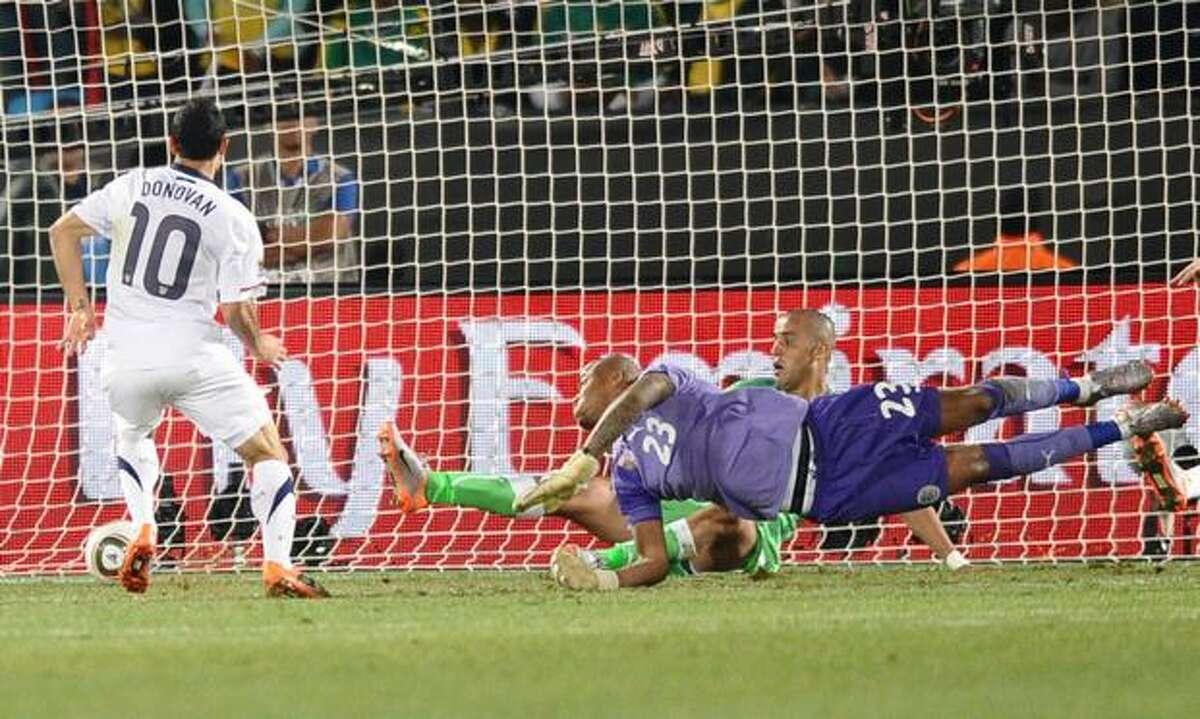 US midfielder Landon Donovan (L) shoots and scores during their Group C first round 2010 World Cup football match on June 23, 2010 at Loftus Verfeld stadium in Tshwane/Pretoria.