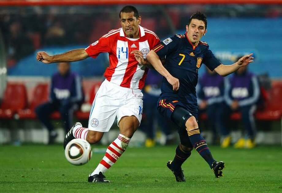 Paulo Da Silva of Paraguay and David Villa of Spain tussle for the ball during the 2010 FIFA World Cup South Africa Quarter Final match between Paraguay and Spain at Ellis Park Stadium on July 3, 2010 in Johannesburg, South Africa. Photo: Getty Images / Getty Images