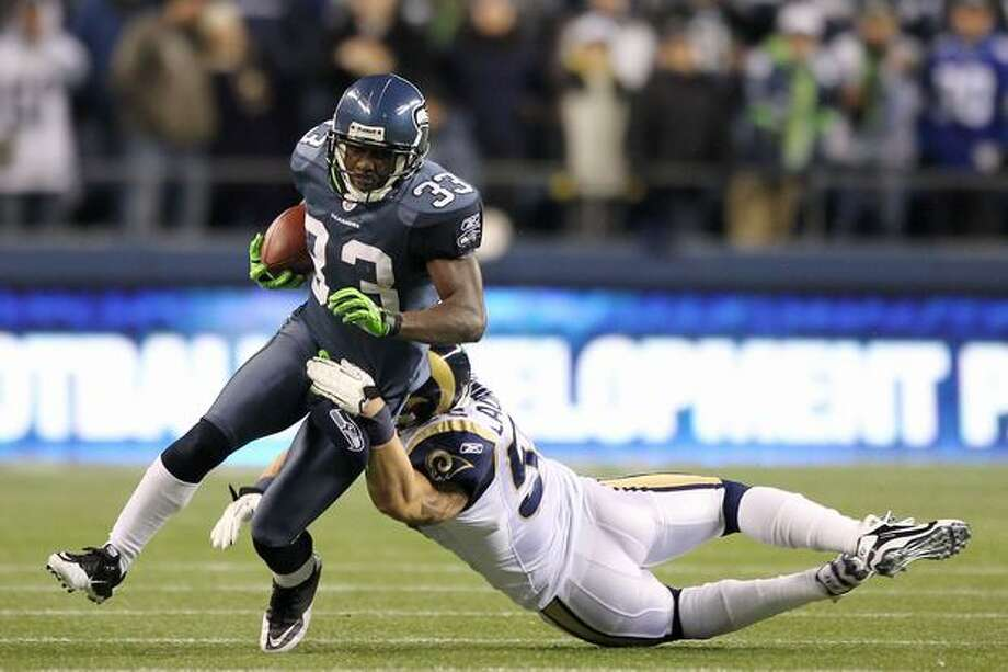 Leon Washington #33 of the Seattle Seahawks is tackled by James Laurinaitis #55 of the St. Louis Rams. Photo: Getty Images / Getty Images